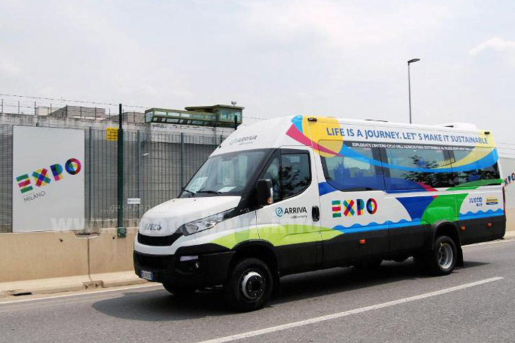 Iveco Daily Bus EXPO 2015 - modellbus.info